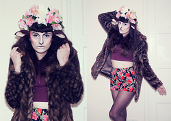 Amy Souter - H&M Wine Long Sleeved Crop Top, Primark Floral Shorts, New Look Faux Fur Jacket - Forest Spirit