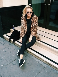 Laura Hayden - Nike Shirt, Nike Workout Leggins, Nike Sneakers, Barbot Leopard Coat - Furrrr