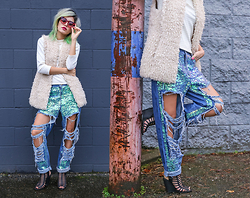 Alanna Durkovich - Style Moi Sequin Distressed Denim, Poppy Lissiman Biscuit Sunglasses - Mermaid Vagabond Pants