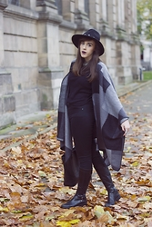 Hannah Court - Celeb Look Blanket Cape, Topshop Jamie Jeans, H&M Leather Tote, Jones The Bootmaker Riding Boots, Topshop Hat, Charlotte Tilbury Glastonberry Lipstick - GREY TONAL BLANKET CAPE