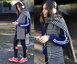 Frances Coyne - Under Armour Flyby Compression Leggings, Fred Perry Navy Bomber Jacket, Zara Tartan/ Checkered Scarf, Nike Flyknit Lunar, Skinnydip Skinny Dip Base Headphones - Under Armour