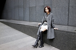 Dorothy Chang - Coat, Balenciaga Boots, Chanel Bag - Simple is the best,black also