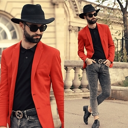 Stéphane Mirão (Smira-Fashion.com) - Zara Red Blazer, Lacoste Black Polo, Gucci Belt, Bershka Pant - PFW #Day 2