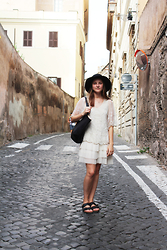Olivia G - River Island Hat, H&M Shopper Bag, Zara Dress, Birkenstocks Arizona - Rome