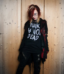 Kvicka Ajvi - Gate Punk Is Not Dead T Shirt, Punk Rave Kimono Jacket, Vk Pants, Ebay Layered Necklace, Gate Neclace With Cross - PUNK IS NOT DEAD