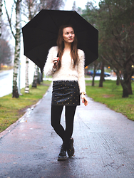 Ida 365 - Topshop Studded Leather Skirt, Dr. Martens, H&M Fluffy Pullover - Studded leather skirt + fluffy pullover