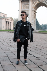 Marco Santoro - Zara Jacket, Zara Pants, River Island Slippers, Kenzo Clutch - TOTAL BLACK - off to Milan