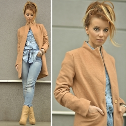 Pola D. - Camel Coat, H&M Light Jeans - Jeans