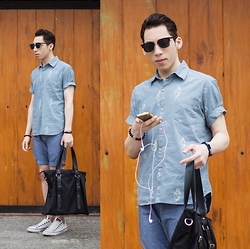 Douglas Brandão - Fellipe Krein Tote Bag, Ui Gafas Sunglasses, Fiveblu Shirt, Puramania Shorts, Converse White Leather - Shades of Gray