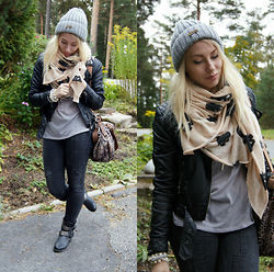 Johanna L - Cubus Skull Scarf, Spiritstore Booties, H&M Leather Jacket, Gina Tricot Jeans - Bundled Up