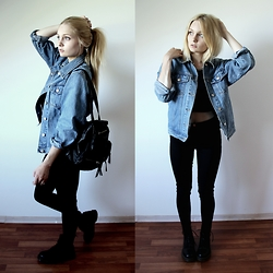 Esther E. - Vintage Jeans Jacket, H&M Crop Top, Gina Tricot Molly Jeans, Dr. Martens, Primark Backpack - Blue Jeans