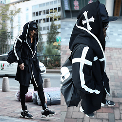 INWON LEE - Rick Owens Shoes, Byther Skull Bag - Walking on air