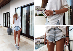 Sietske L - One Teaspoon Denim Shorts, H&M Shirt, Daniel Wellington Watch, Acne Studios Shoes - BALI ADVENTURES