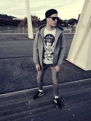 Mirko Massa - Alexander Wang Hoodie, Tract T Shirt, H&M Jeans, H&M Hat, Adidas Sneakers, American Apparel Socks - ON THE MUSIC BRIDGE