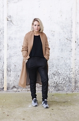 Lian G. - Mango Coat, Modström Trousers, Nike Sneakers - The Perfect Camel Coat