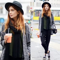 Ebba Zingmark - Monki Coat, Weekday Pants, Windsor Top, Rx Bag, Vans Sneakers, 2hand Hat - Monday stroll in Berlin