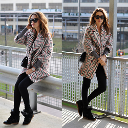 Kelly Jaspers -  - Oh, that printed coat!