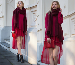 Dana Lohmüller - Rare Asymmetrical Dress, Zara Knit Jumper, Asos Knit Scarf, Sacha Shoes Biker Booties, Warehouse Clutch - Shades of Red