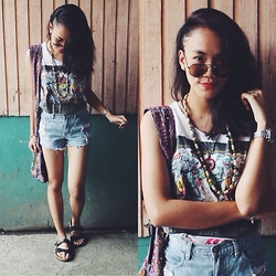 Dee Tanjutco - Top, Guess? Shorts, Sandals, Bag - Ribs