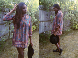 Adeola A. - Zara Oversized Top, Catarzi Fedora, Linzi Cut Out Boots - Summer Throwback -  A Vomit of Colour