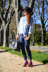 Patricia Ferreira - Mekdes Sweatshirt, 7 For All Mankind Leather Pants, Nike Sneakers - Easy Look