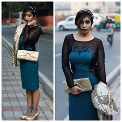 Surbhi Suri - Dresswe Bodycon Dress, Gold Sequin Blazer, Kazo Gold Sling Bag, Asos Glitter Gold Pumps, Dastkar Bazar, India Earrings, Headband - Sassy Sequinned