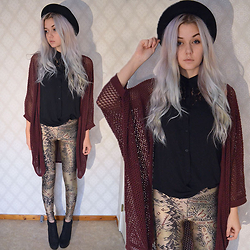 Andrea - Black Milk Clothing Middle Earth Map Leggings, H&M Blouse, Gina Tricot Cardigan, H&M Hat - Not all those who wander are lost