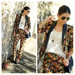 Anyelina G. - Persun Bag, Ray Ban Sunglasses, Schutz Pumps, Papaya Top - Fall Floral Set