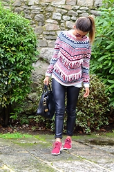 Patricia Ferreira - Pull & Bear Sweater, Mekdes Leggings, Nike Sneakers - Ethnic sweater
