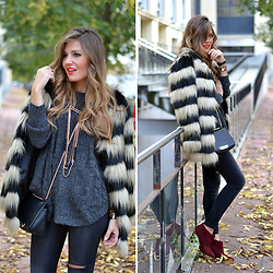 Helena Cueva - Choies Coat, Stradivarius Jeans, Zara Booties, Mango Sweater, Stradivarius Necklace - Faux Fur Warm Coat