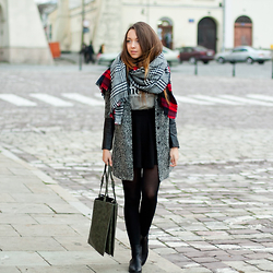 Gabriela Grębska - The Wild Flower Shop Scarf, Light In The Box Coat, Bershka Top & Skirt, Papilion Boots, Yoins Bag - Leather & wool coat
