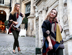 Anna Gotsyk - Choies Poncho, Louis Vuitton Clutch, Burberry Ballerinas, Zara Pants, Céline Glasses - PONCHO LOOK