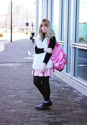 Peaches - Primark Faux Fur Gilet, Staples Hello Kitty Backpack, Asos Pink Scuba Skirt - Pink Asos Skirt
