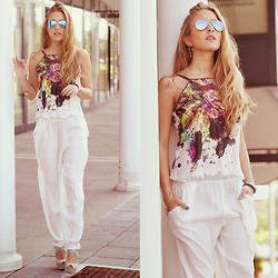 Elen Ellis - Ray Ban Sunnies, Massimo Rebecchi Jumpsuit - COLORS AND SHADES