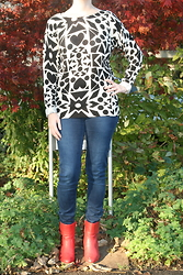HMLovur - H&M Printed Sweater, H&M Tregging, Taft Shoes Red Ankle Boots - My heart is black