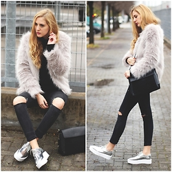 Marta M - Sheinside Fur Coat, Zaful Flatforms - Silver shoes