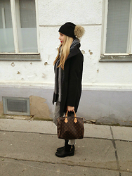 Nina - Chibrino Scarf, New Yorker Coat, Sisley Jeans, From Italy Boots, Louis Vuitton Bag, Diy Beanie - Mrs grey