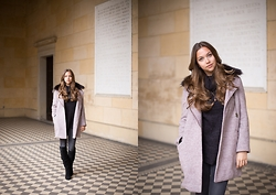 Jana Couture - Cortefiel Coat, Zara Boots, H&M Pullover - Checked Floor