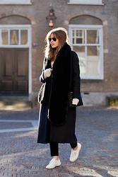 Christine R. - Cos Coat, Céline Bag, Superga Sneakers - Bare ankles