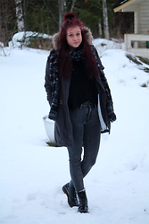 Veera Johanna - Red Label Coat, Diy Scarf, Red Label Sweater, Gina Tricot Jeans, Dr. Martens Boots - Warm enough