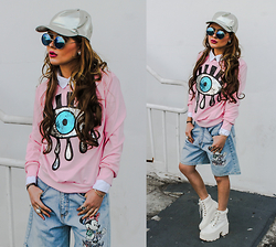 Bebe Zeva - Romwe Sequin Eye Sweatshirt, Vintage Minnie Mouse Jorts, Echo Club House Under Construction Platform Boots, 80s Collection Mirrored Lennon Flip Up Sunglasses - Me myself and eye