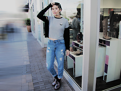 Sandra A - Brandy Melville Usa Nadine Alien Patch Top, Dr. Martens 1461 - TRIED LIVING IN THE REAL WORLD INSTEAD OF A SHELL