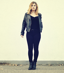 Gosia Baszak - H&M T Shirt, Tally Weijl Jeans, Camaieu Boots - All black everything