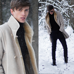 Georg Mallner - Vintage Coat, Uniqlo Turtleneck, Sandro Pants - January 23, 2015