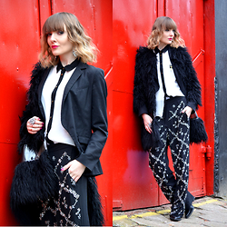 EWELYN D. - Frontrowshop Fur, H&M Pants, H&M Blazer - Pants embroidered with crystals