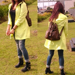 Paula Andrea - United Colors Of Benetton Neon Parka, Tennis Boyfriend Jean, Backpack - A neon day