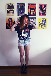 Cake R. - Accessorize Hat, Johnny Cash Tshirt, Primark Shorts - Ring of fire