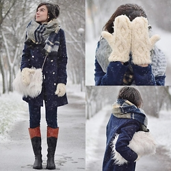 Rebeka Dostálková - H&M Knitted Gloves, Frontrowshop Fluffy Bag, Olivia Shoes Leather Boots, Sheinside Plaid Scarf - Snowy day...
