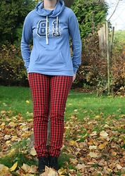 HMLovur - Takko Fashion Baby Blue Sweater, Divided Checkered Jeans, Van Haren Black Ankle Boots - Everyday is a casual day
