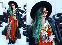 Katia Nikolajew - Pretty Attitude Leggings, Stickstonestyle Leela Moto Backpack, Hawkers Sunglasses, Cultofone Gold Avin Goddess Necklace, Gypsy Warrior Silver Necklace, Ellie Vail ''The Kylie'' Ring - Ethnic Mix...